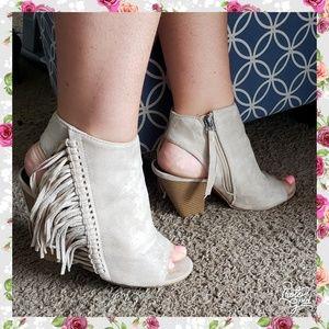 Ankle boots 8 open toe open heel fringe bootie